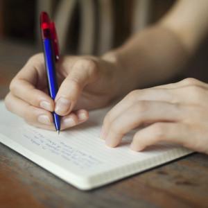Un cahier un crayon