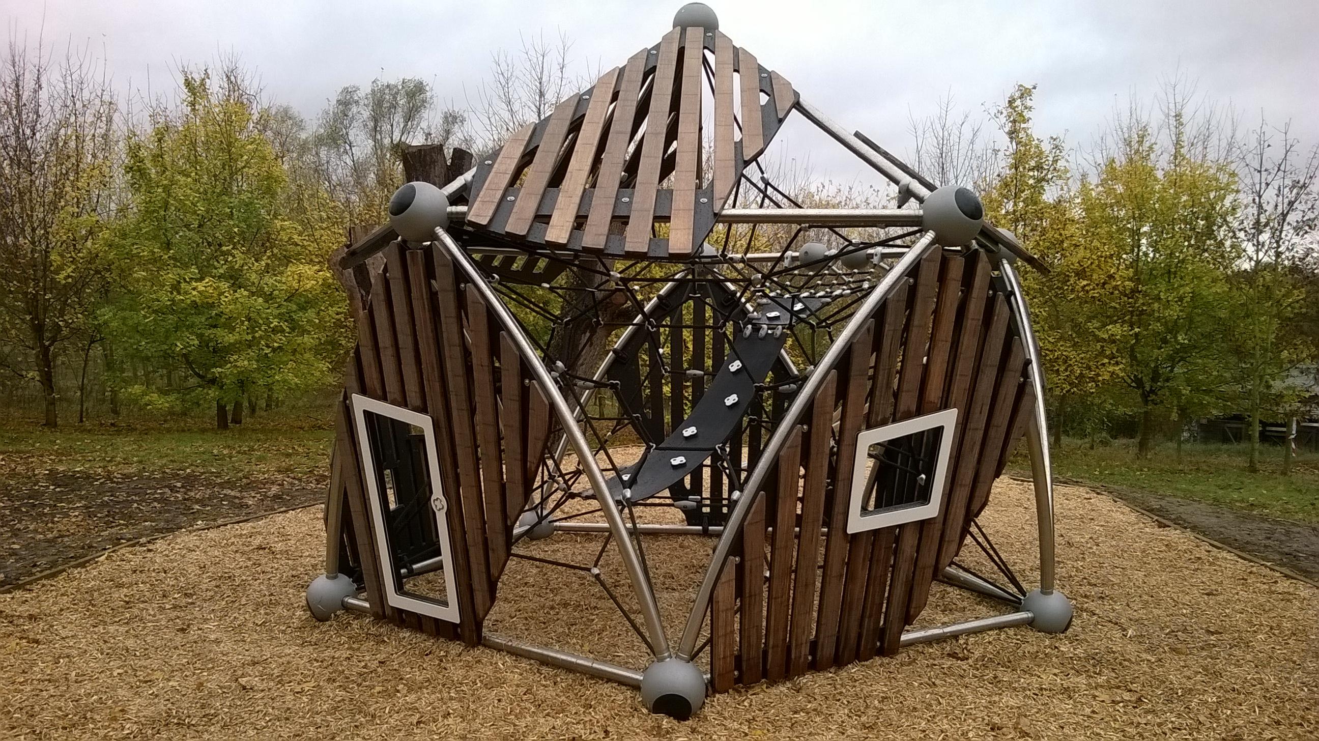 Une aire de jeux atypique au parc de la boucle de for Parc de jeux yvelines