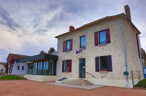 Neauphlette - mairie